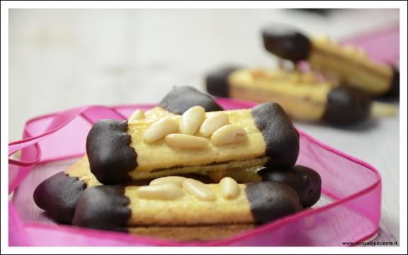 Biscotti con pinoli e nutella