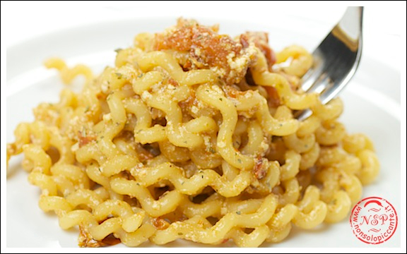 Pasta pomodorini secchi e ricotta