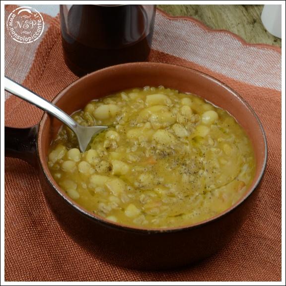 Zuppa di fagioli e farro