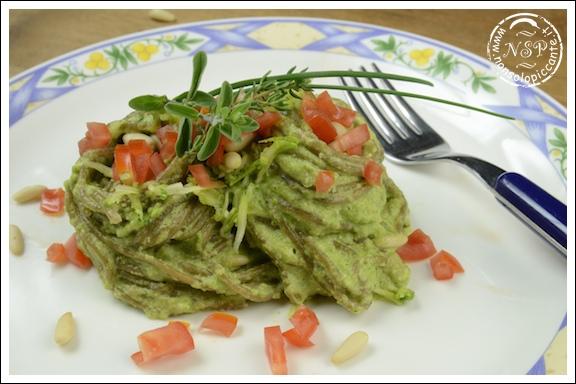 Pasta integrale al pesto di zucchine
