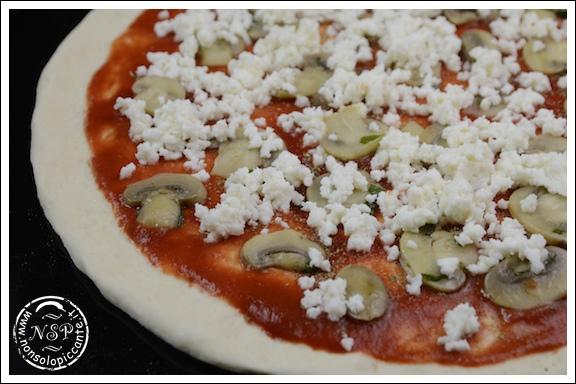 Pizza ai funghi champignon-da cuocere