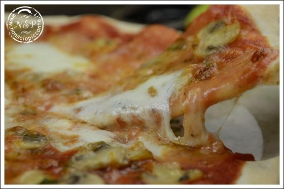 Pizza ai funghi champignon
