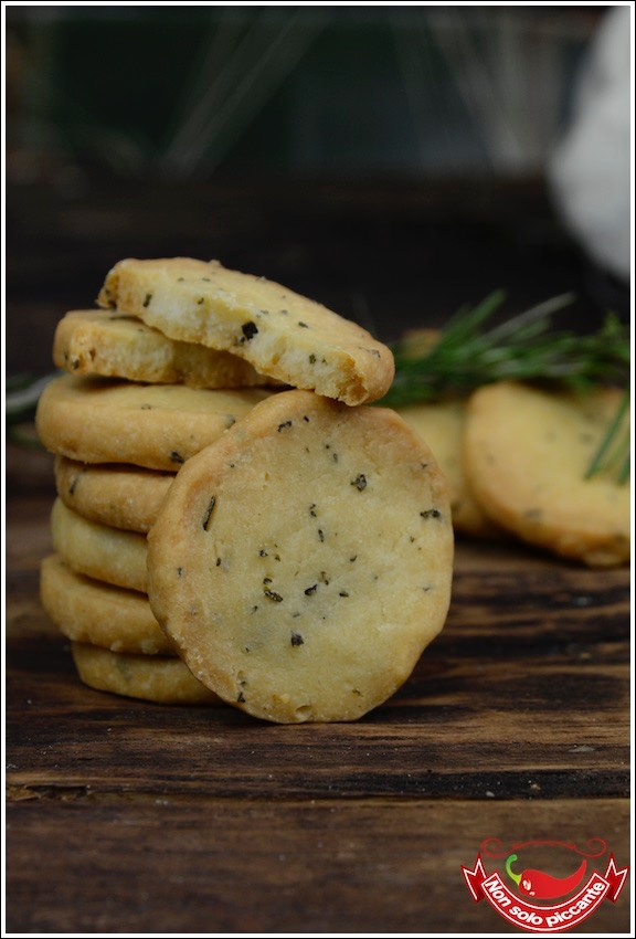Biscotti-salati-al-rosmarino